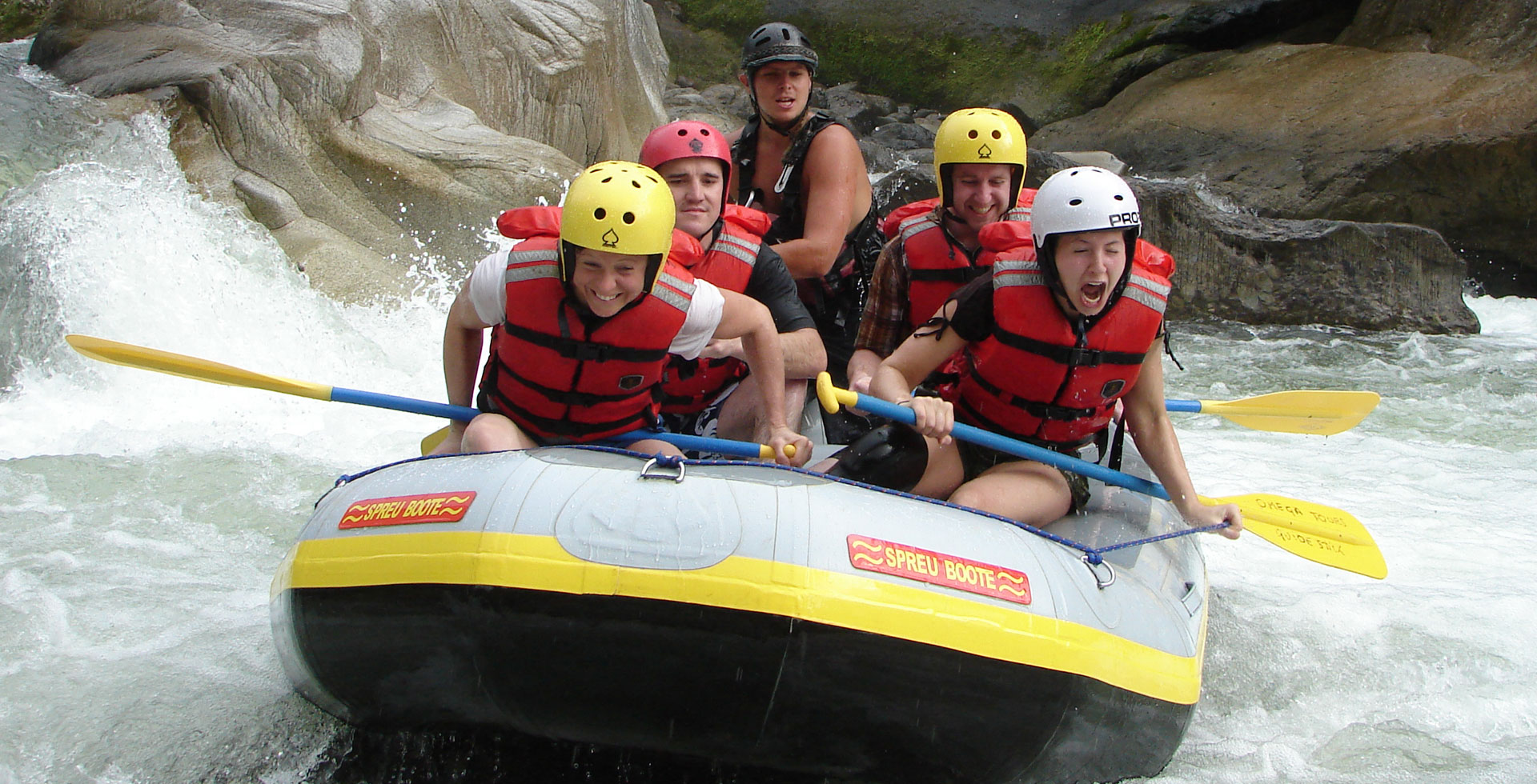 Aventura en aguas bravas, Rafting